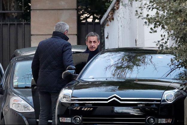 Nicolas Sarkozy à la sortie de son domicile, mercredi matin.