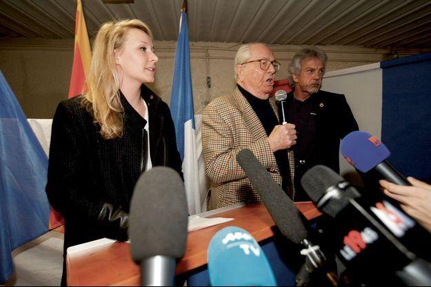 A Carpentras, le dimanche 29 mars, Marion Maréchal-Le Pen et Jean-Marie Le Pen, venu soutenir sa petite-fille.