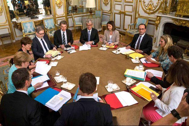 François Hollande est prêt à accueillir les dirigeants grecs à la table des négociations.