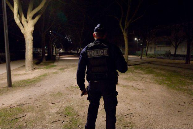 Un policier à Chenôve en février dernier lors d'une visite du secrétaire d'Etat Laurent Nunez (photo d'illustration).