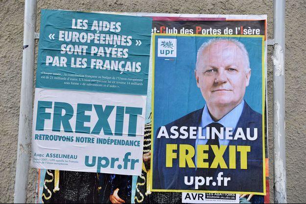 François Asselineau sur des affiches de son parti pro-Frexit.