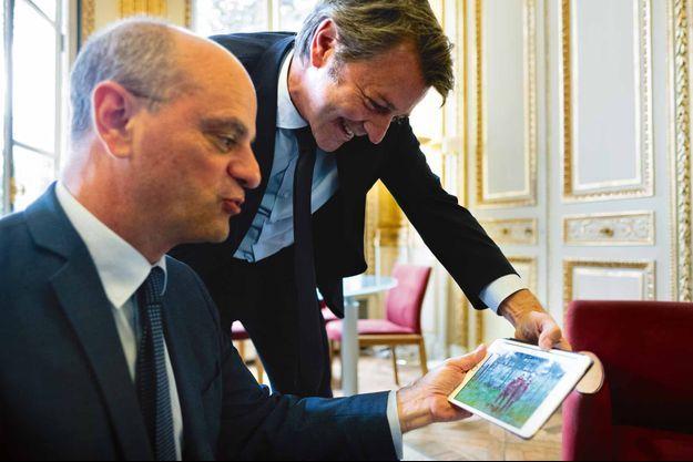 Jean-Michel Blanquer et François Baroin regardent une photo d'eux enfants, le 11 juillet, dans le bureau du ministre.