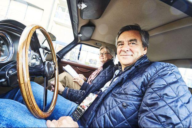 Penelope et François Fillon à bord de l'Aston Martin DB Mk III avec laquelle ils ont participé au Zoute Rally, samedi 7 octobre.