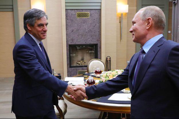 François Fillon reçu par Vladimir Poutine mercredi à Novo-Ogaryovo. Photo fournie par une agence liée au gouvernement russe.