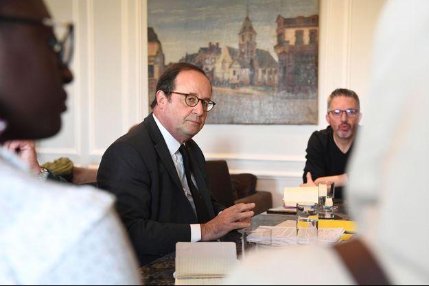 François Hollande lors d'une rencontre avec des familles de djihadistes, mardi à Paris.