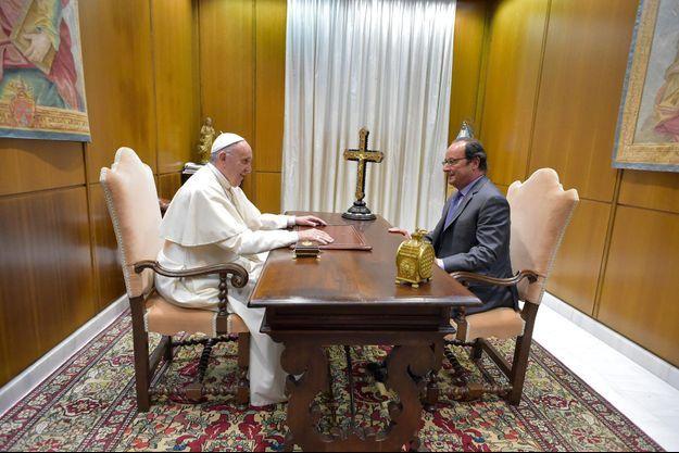 Le pape François reçoit le président de la République François Hollande.
