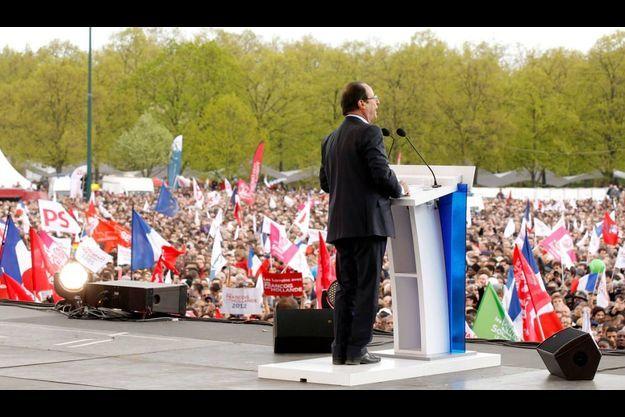 François Hollande, dimanche, devant le château de Vincennes.