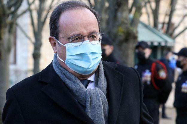 François Hollande le 11 mars lors d'une cérémonie aux Invalides à Paris.