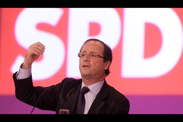 François Hollande à la tribune lors du congrès du SPD à Berlin.