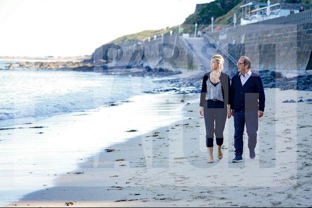 Julie Gayet et François Hollande sur la plage à Granville, dans la Manche.