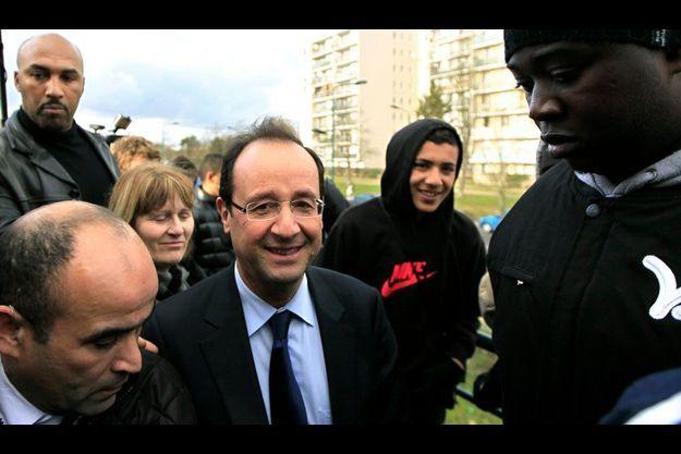 François Hollande mardi à Mantes-la-Jolie, lors d'une rencontre avec des jeunes.