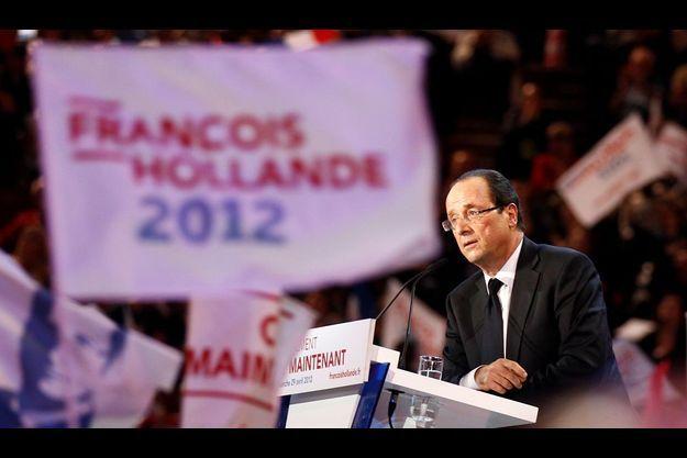 François Hollande en meeting à Bercy, dimanche.