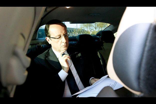François Hollande, en voiture.