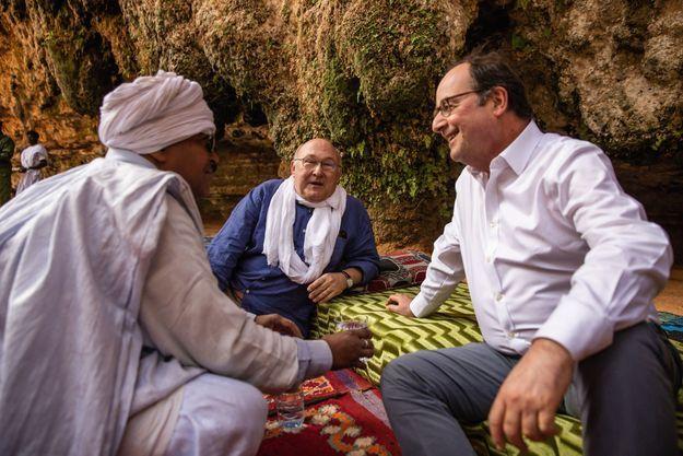 Les deux copains de la promo Voltaire en visite à Tergit, une oasis du désert mauritanien, en février.