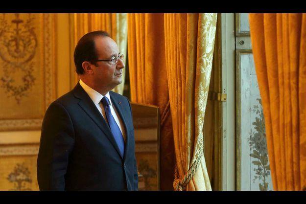 François Hollande préfère féliciter les riches Français qui choisissent de rester en France.