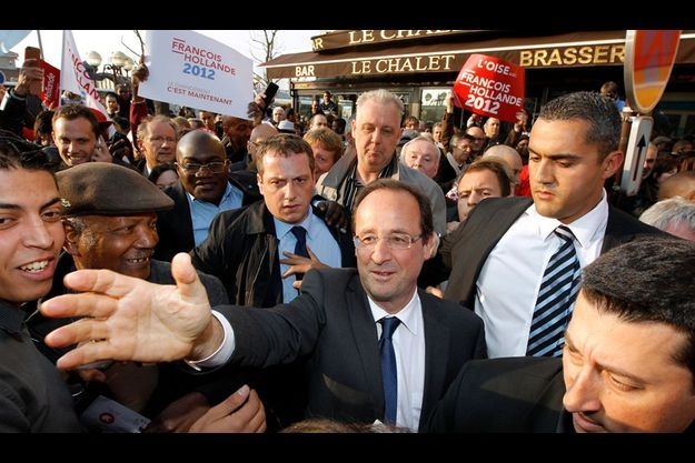 François Hollande, vendredi, à son arrivée à Creil.