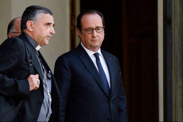 Monseigneur Lebrun et le président de la République François Hollande, sur le perron de l'Elysée