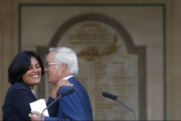 La passation de pouvoir entre Myriam El Khomri et Frnaçois Rebsamen au ministère du Travail.