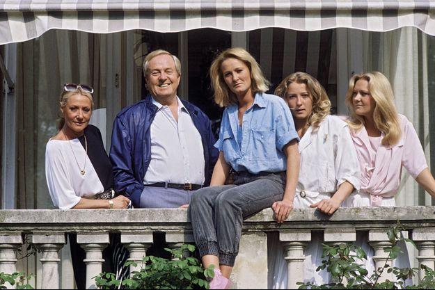 Jean-Marie Le Pen et ses filles, Yann, Marine et Marie-Caroline, en 1984.