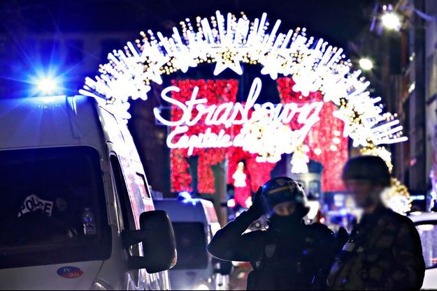 Les forces de l'ordre à Strasbourg dans la nuit de mardi à mercredi.