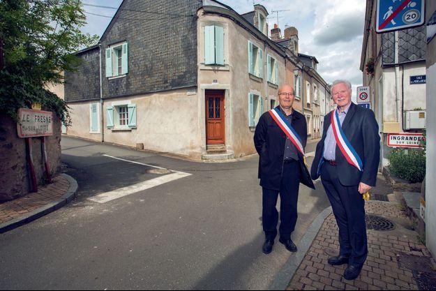 Thierry Millon, nouveau maire de Ingrandes-le-Fresne-sur-Loire (à droite) avec Michel Vallée, ex-maire du Fresne