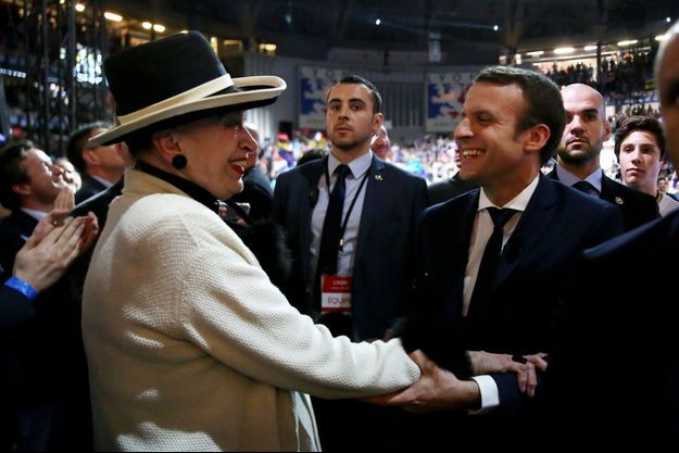 Geneviève de Fontenay et Emmanuel Macron au Palais des Sports de Lyon le 4 février 2017.