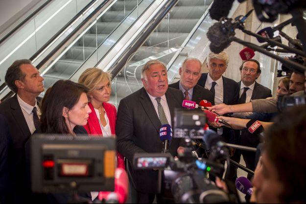 Gérard Larcher à Paris mardi, après une réunion de cadres de la droite.