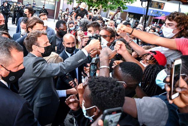 Emmanuel Macron lors d'un bain de foule à Valence, mardi 8 juin 2021.