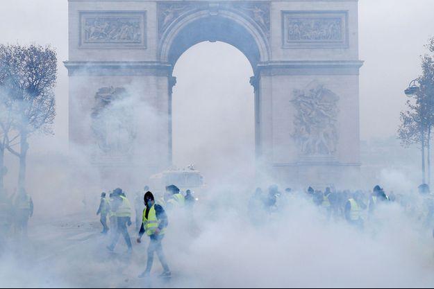 Les gilets jaunes sur les Champs-Elysées samedi dernier.