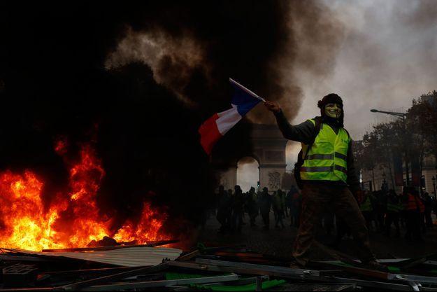 Violences aux abords de l'Arc de Triomphe, samedi 24 novembre.