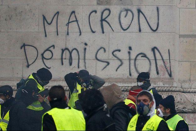 L'Arc de Triomphe dégradé samedi lors de la manifestation.