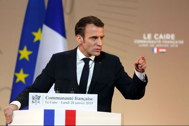 Emmanuel Macron devant la communauté française du Caire, lundi.