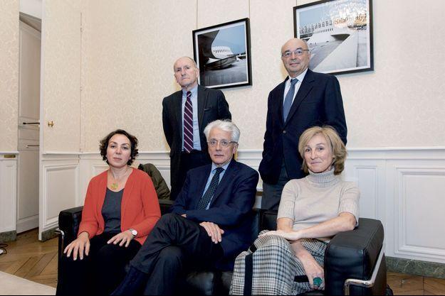 De g. à dr. : Nadia Bellaoui, Guy Canivet, Pascal Perrineau, Jean-Paul Bailly et Isabelle Falque-Pierrotin, à Matignon.
