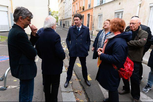 Benjamin Griveaux avec la maire du XXe arrondissement de Paris, Frédérique Calandra, le 6 novembre.