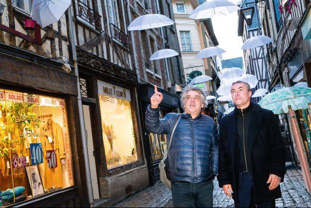 François Laurent et Jean-Louis Louvel, de la liste « Rouen Autrement », sans étiquette, mais soutenue par LREM, les centristes et LR.