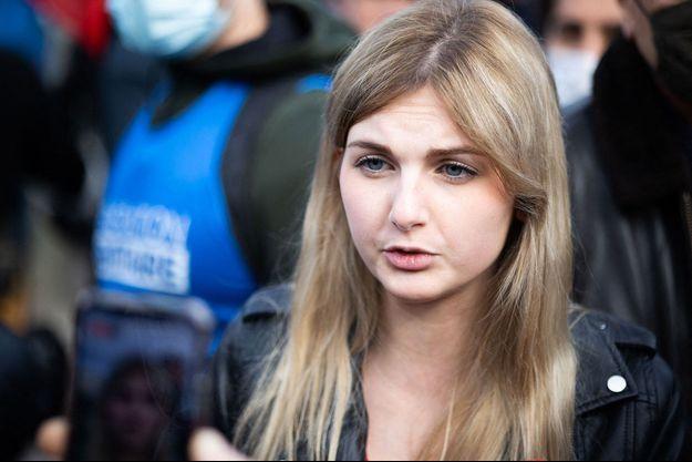 Thaïs d'Escufon à une manifestation contre la dissolution de Génération identitaire, le 20 février dernier à Paris.