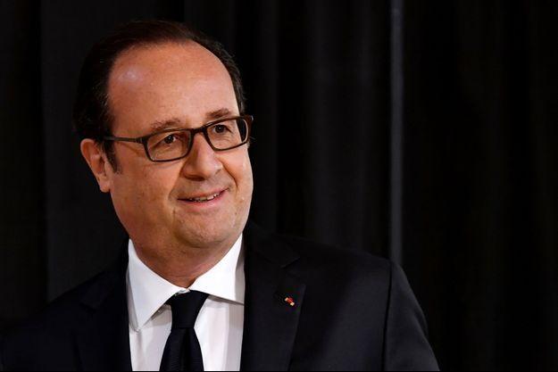 François Hollande dimanche dans son bureau de vote de Tulle.