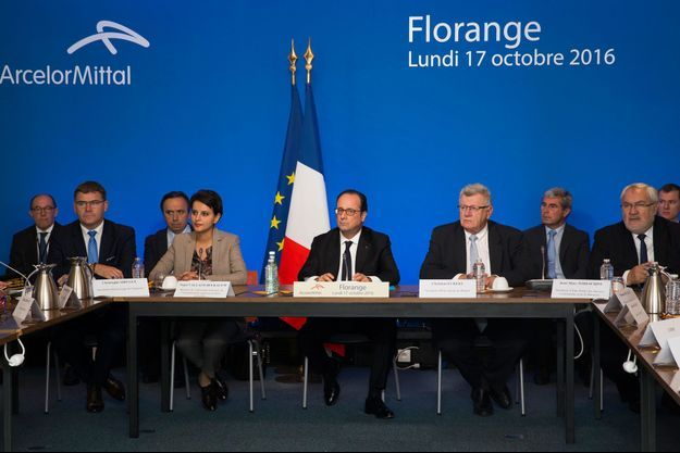 François Hollande lundi sur le site des hauts fourneaux d'ArcelorMittal à Florange