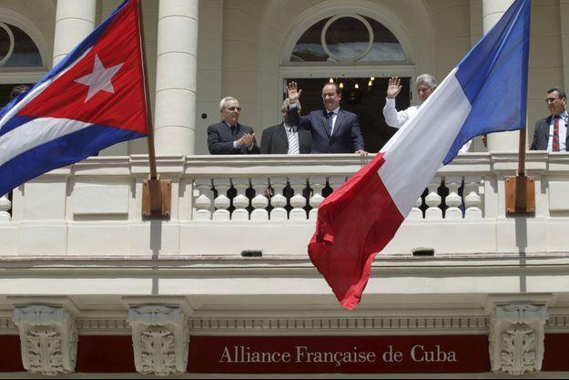 François Hollande inaugurant l'Alliance française à la Havane.
