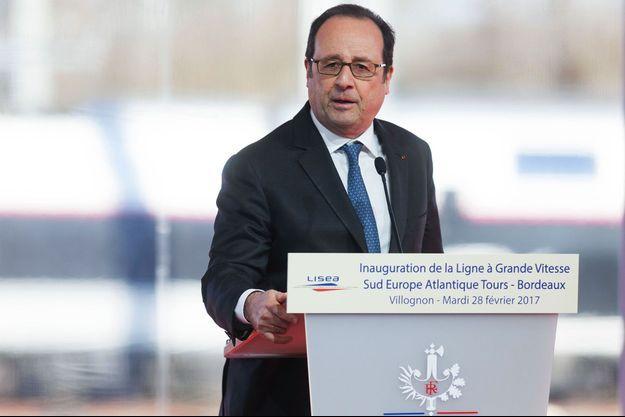 François Hollande à Villognon, en Charente, mardi.