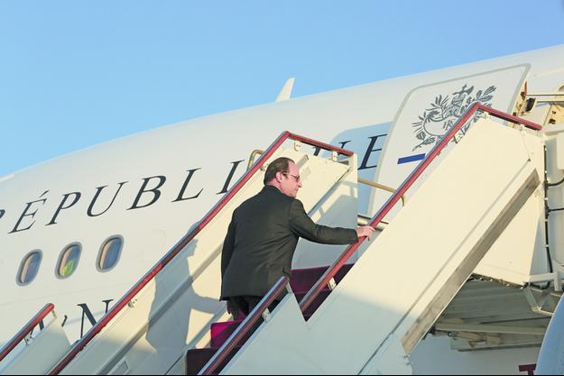 Embarquement à bord de l'Airbus présidentiel pour le retour à Paris, samedi 3 décembre vers 18 heures.