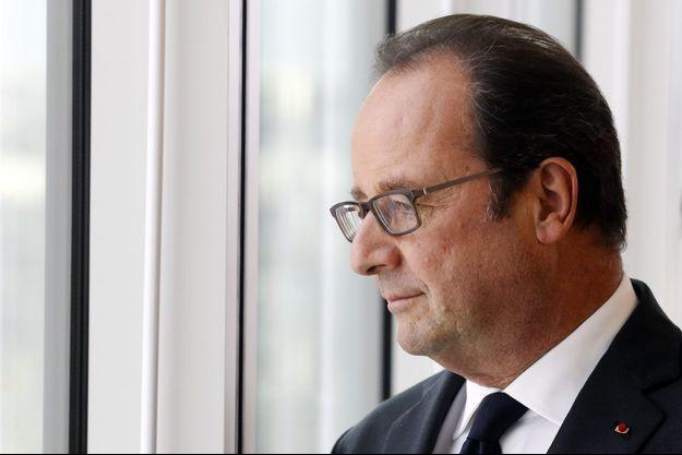 François Hollande sur le campus de Jussieu, jeudi, à Paris.