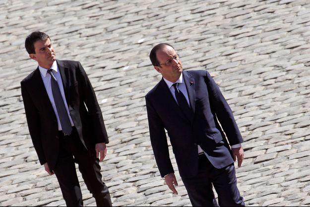 Manuel Valls et François Hollande le 15 avril aux Invalides.