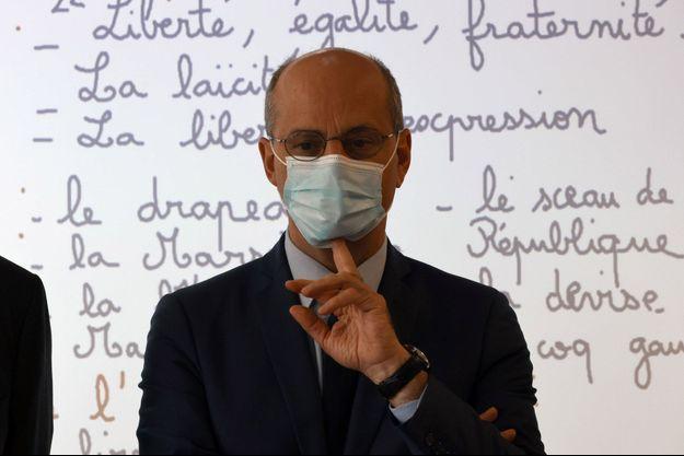 Jean-Michel Blanquer, ici lundi dernier dans une classe à Conflans-Sainte-Honorine, pour l'hommage à Samuel Paty.