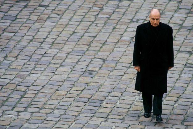 Francois Mitterrand lors d'une cérémonie aux Invalides en décembre 1994
