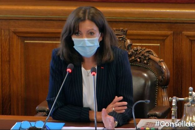 Anne Hidalgo au Conseil de Paris, mercredi.