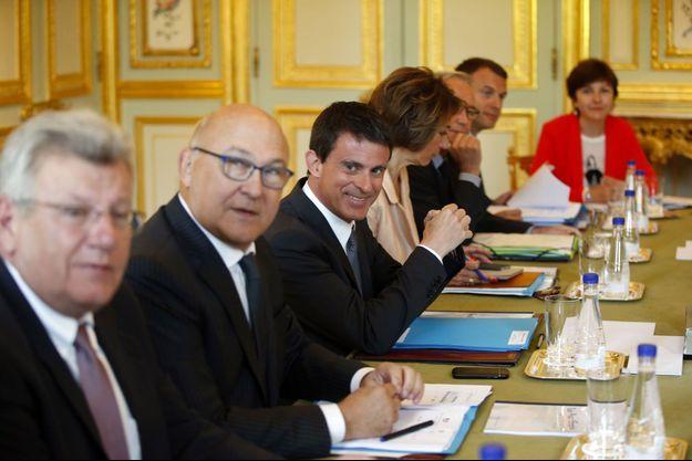 Christian Eckert, Michel Sapin et Manuel Valls mardi à l'Elysée, lors d'une réunion consacrée aux PME.