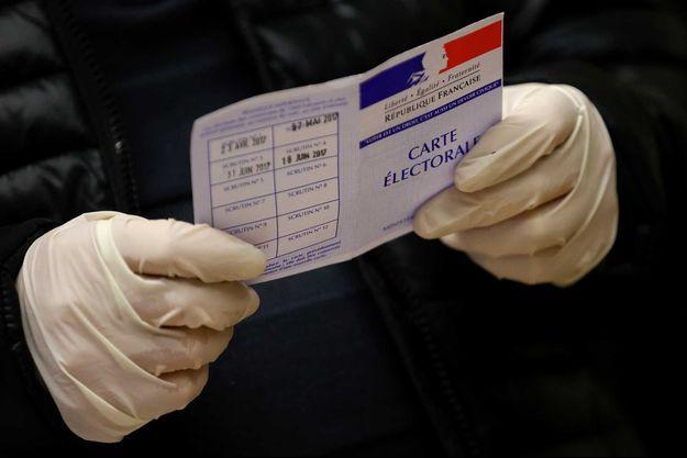 Un assesseur lors du premier tour des élections municipales (images d'illustration).