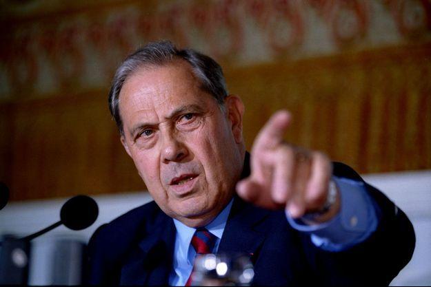 Charles Pasqua, alors ministre de l'Intérieur, en août 1994.