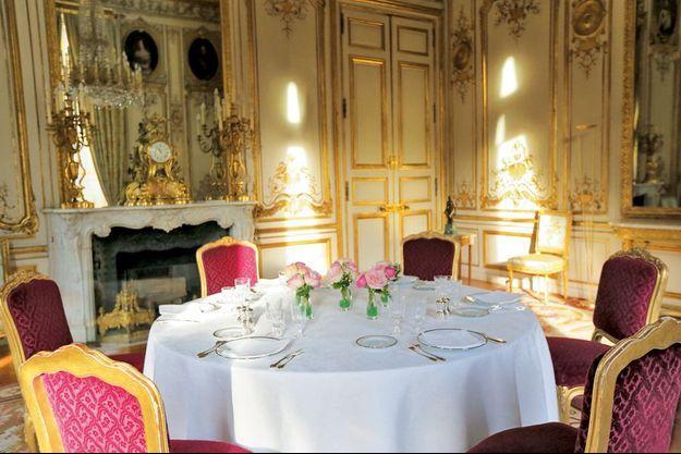Dès 2014, François Hollande a multiplié les déjeuners – et dîners – à l'Elysée à la rencontre de « gens différents » réunis autour de cette table.